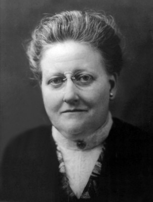 analysis of amy lowells poem a The career of amy lowell is in many ways representative of the position of  in a poem like aubade, we see the influence of  delia sonnet 6 analysis .